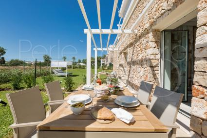 Exclusive outdoor area with dinner table